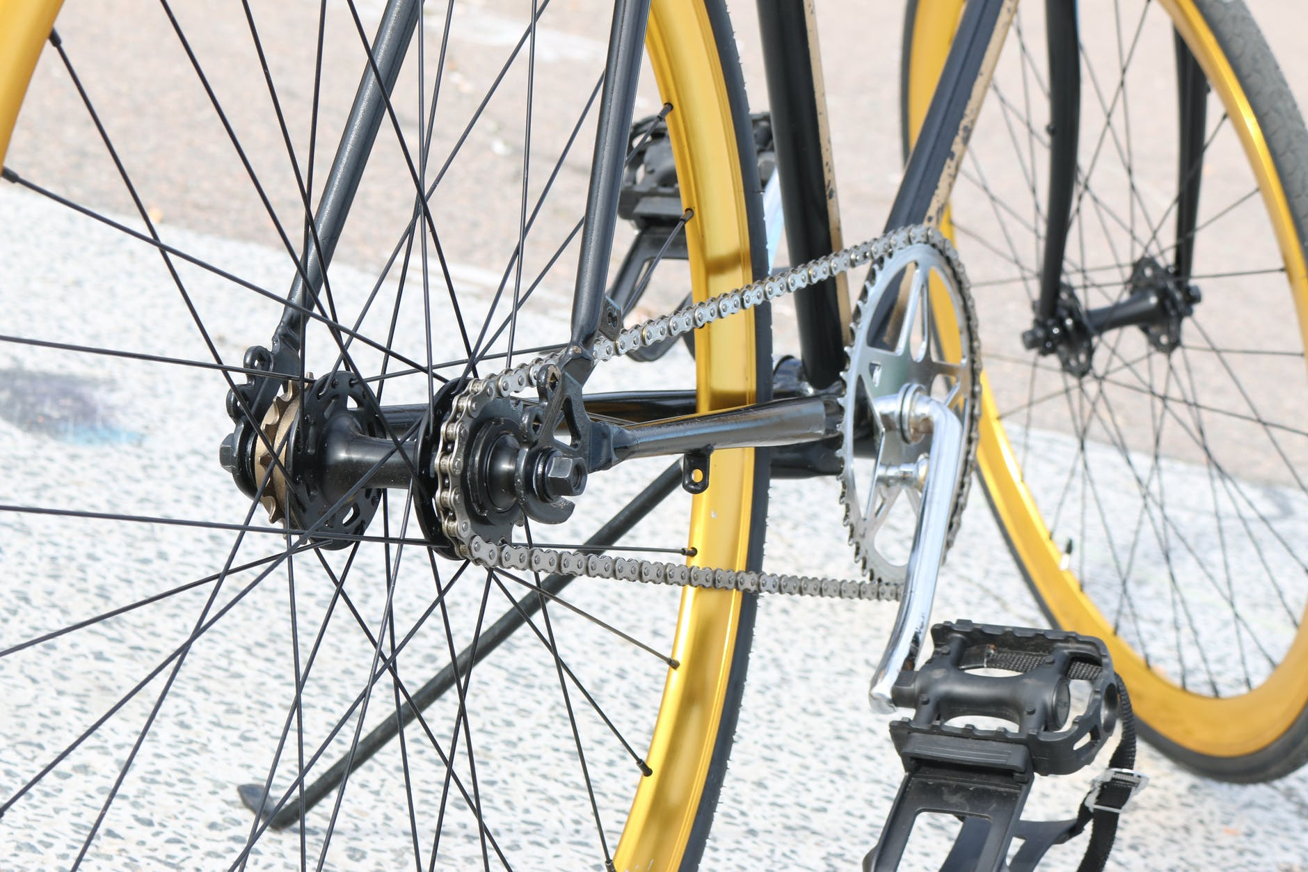This image has an empty alt attribute; its file name is bicycle-gear-golden-hipster-42328.jpeg